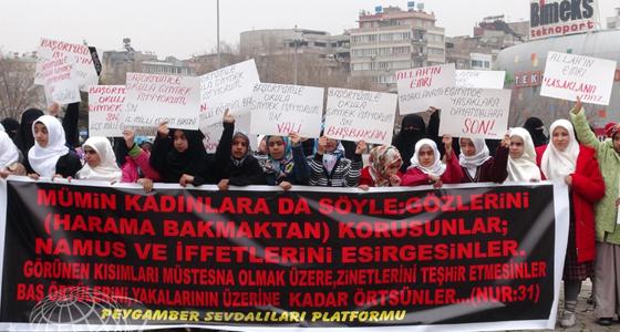 Başörtü Zulmü Protesto Edildi