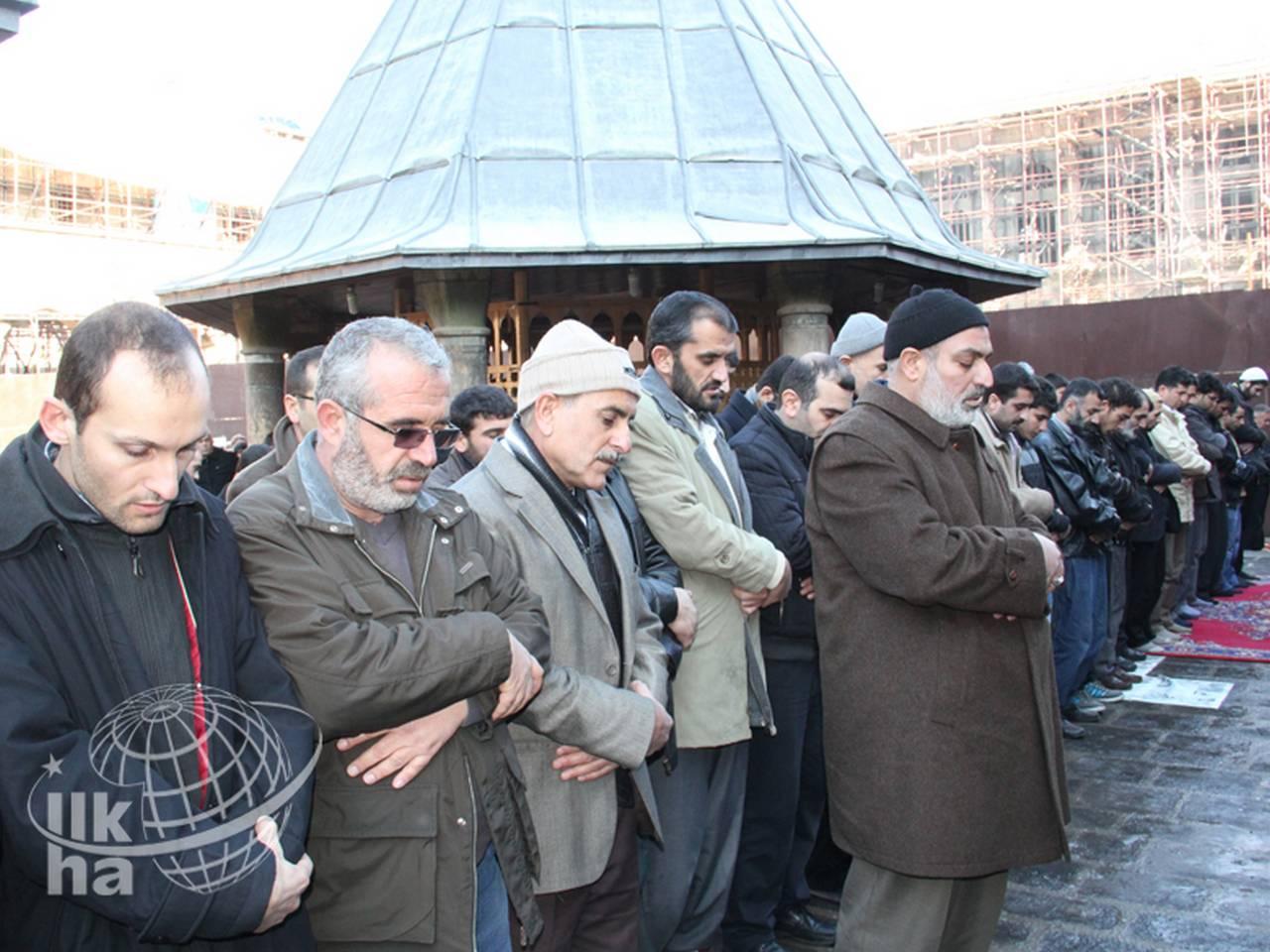 Katledilenler için Gıyabi Cenaze Namazı Kılındı