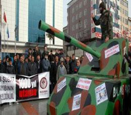 28 Şubat'a tanklı protesto