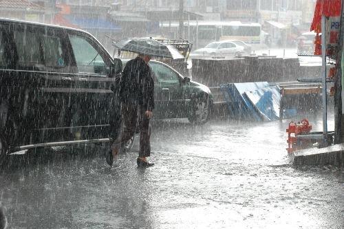 Bismil'in Tepe beldesinde  Sağanak Yağış