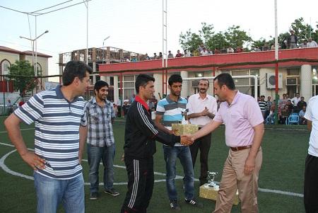 Bismil Belediye çalışanları Eğitim Sen kupası aldı