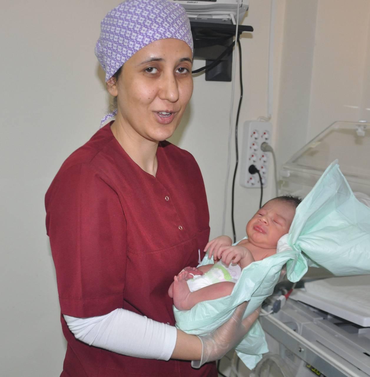 Kızıltepe'de yol kenarında 3 günlük bebek bulundu