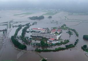 Japonya'da sel 250 bin kişiyi yerinden etti