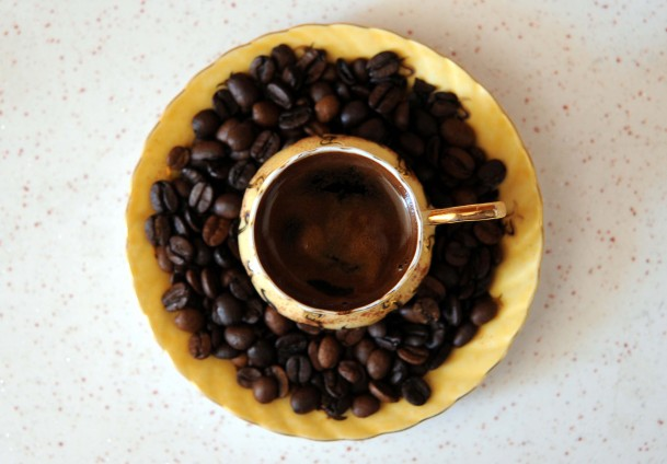 Kafeinli kahvenin fazlası göze zarar