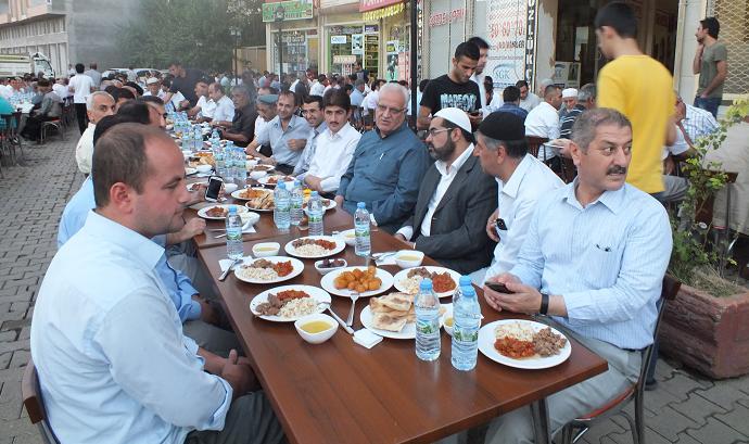 Bismil Veka yemek salonunda  iftar yemeği