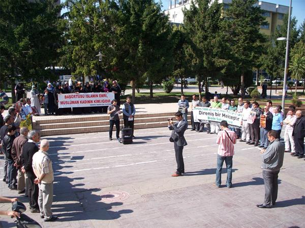 'Yasak Bitmedi, Üniversitelerde Baskı Var'