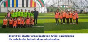 Kızlar Futbol Oynadı