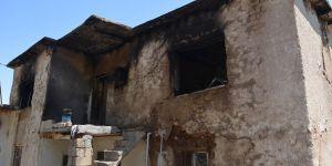 Kerpiç evde çıkan yangında genç kız yanarak can verdi
