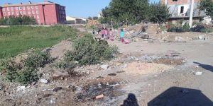 Okul yolu çöpten  geçilmiyor