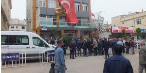 HDP Bismil Belediye Başkanı Orhan Ayaz mazbatasını aldı.