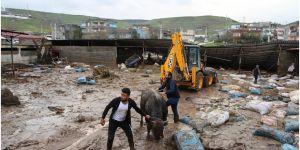 Ev ve ahırları sular altında kalan köylüler, mağduriyetlerinin giderilmesini istiyor