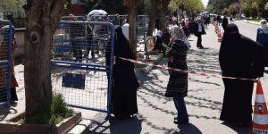 Bismil'de vatandaşlar sokağa çıkma yasağının kaldırılmasıyla dışarıya akın etti