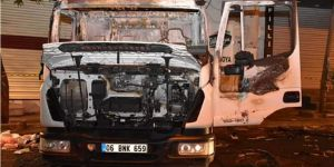 Belediyenin temizlik aracı yüzü maskeli kişilerce yakıldı