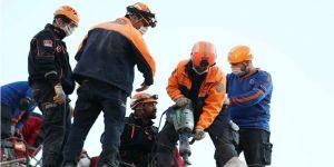 6,6 büyüklüğündeki depremde ölü sayısı 25'e, yaralı sayısı 831'e yükseldi