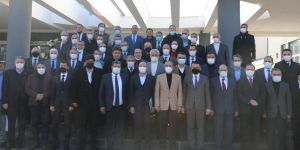 Bakan Pakdemirli, Diyarbakır'da tarım sektörünün temsilcileriyle bir araya geldi.