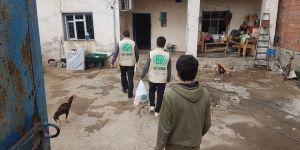 Umut Kervanı vakfı Bismil temsilcisi üç aylar münasebetiyle muhtaç ailelere yardımda bulundu