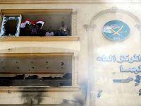 Göstericiler Müslüman Kardeşler Genel Merkezi'ne girdi
