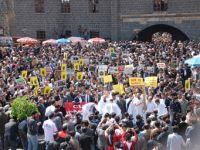 Mısır`daki idam kararlarına Diyarbakır`dan kitlesel tepki